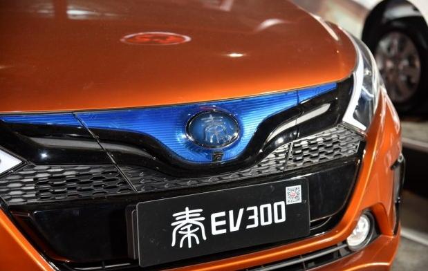 『配图为比亚迪秦/秦EV300车头全新汉字LOGO』-推6款王朝系列车型高清图片