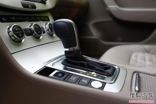 迈腾全系采用了非常先进的电子手刹,科技感十足