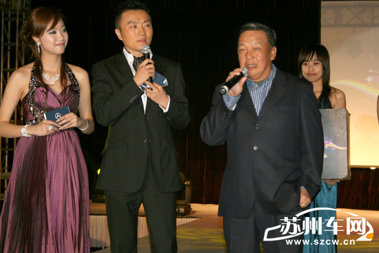 活動現場,蘇州著名主持人王朝暉和原華小姐的問答互動圖片