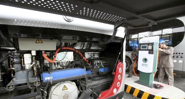 截止到2009年底,公司内部应用电动汽车112辆,建设充电站点57座.