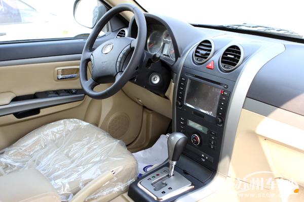 哈弗H5自动挡车型内饰   此外,这款变速器每10万公里才需更换一次液压油,大幅降低了养护成本。而12.5816.88万元的售价大大减轻了消费者的购买压力,让消费者实现轻松拥有、轻松驾驭自动档SUV的梦想。