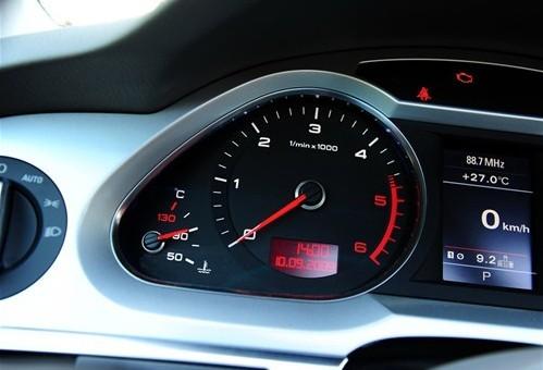 曲轴相比汽油发动机都要粗大和笨重,运动时所受的惯性和离心高清图片