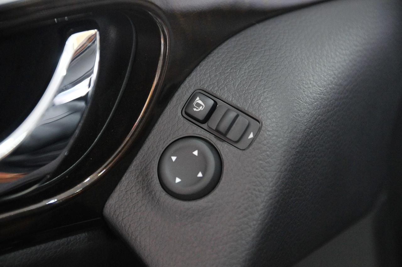 电动调节后视镜有电动折叠按钮