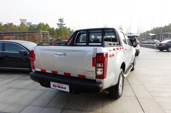 江西五十铃d-max全系标配双安全气囊,仪表盘中央配备了行车电脑