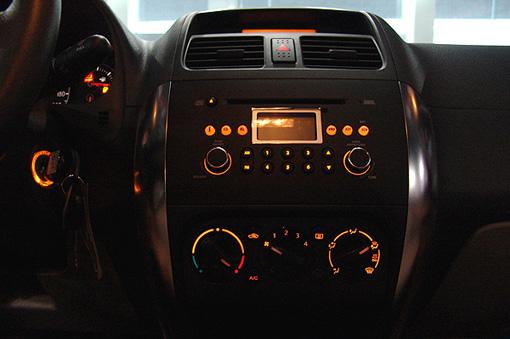 """相对于长安铃木的前期车型,""""天语sx4""""的内部做工更为细腻."""