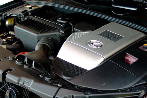 """混合动力""""车型,它会依据汽车的行驶状况确定何时汽油发动机高清图片"""